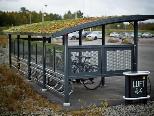 Ymer 4 sykkelskur med sedum tak og Aero luftpumpe