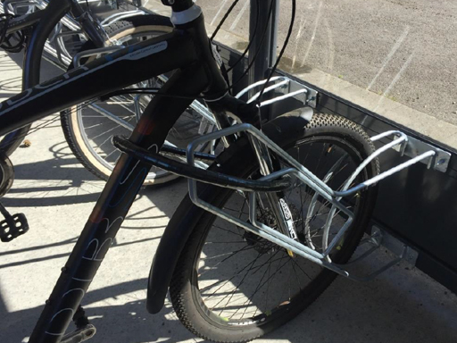 Med Rambo låsebøyle får man enkelt låst sykkelen til sykkelramma.