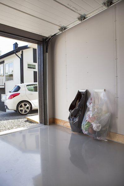 BagClam-monteret-på-carport