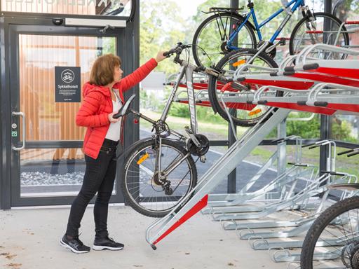 2ParkUp - Syklene på øverste etasje tas enkelt opp og ned