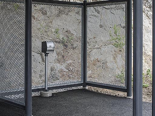 Ladestasjon kan enkelt monteres inne i carporten.