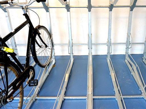 Sykkelparkering i to etasjer TH2 med fast skinne.
